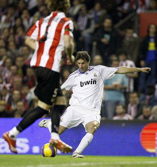 Fans del Real Madrid  Detalles de la jornada d2686c9b8b2f