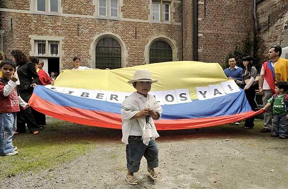 VISION POLITICA....: COLOMBIA HARTA DE LOS SECUESTROS DE LAS FARC....