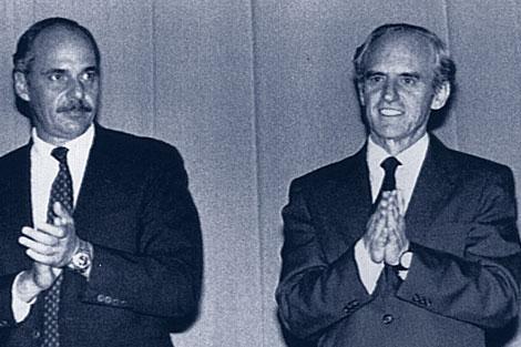 Ignacio Ellacuría (dcha.) y Alfredo Cristiani, cuando éste era presidente. / REUTERS