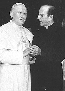 El Papa Juan Pablo II junto a Marciel. | Archivo
