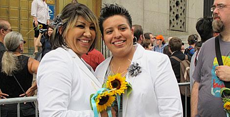 Ruth Molina y Nirvana González (d) celebran su boda civil. | Carlos Fresneda