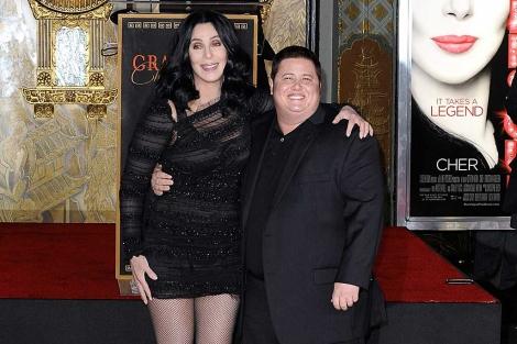 Cher (i) posa con su hijo (d) en Hollywood. | Efe