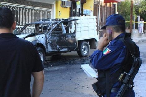 Autoridades vigilan el lugar de un atentado en México. | Efe