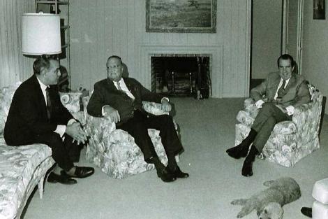 Richard Nixon (dcha), junto a J. Edgar Hoover (c) y Charles Rebozo. | Casa Blanca