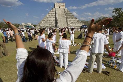 Indígenas mayas realizan una ceremonia en Quintana Roo. | Efe