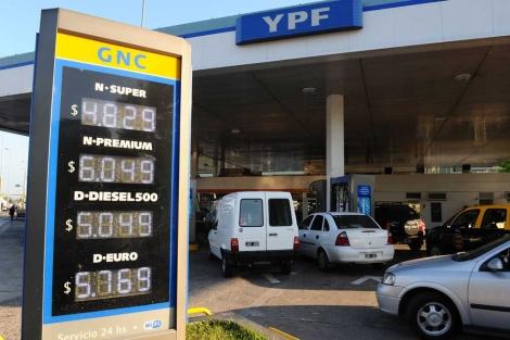 Gasolinera de YPF en Buenos Aires.   Afp