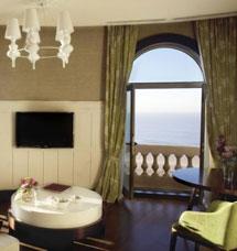 Una habitación con vistas al mar.