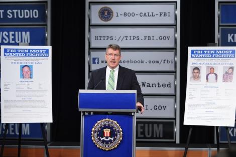 El asistente de dirección de la División de Investigación Criminal del FBI, Ronald Hosko, cuando anunció el lunes la inclusión de Williams en los '10 más buscados' | Afp