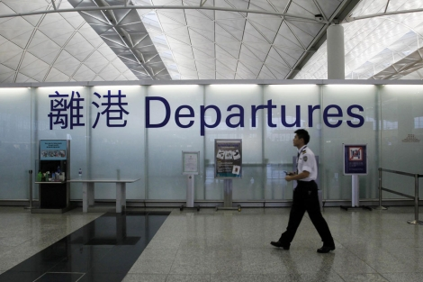 La terminal de salidas del aeropuerto de Hong Kong.| Reuters