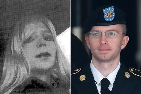 Mannig, vestido de mujer con una peluca rubia y, a la dcha., con su uniforme de soldado