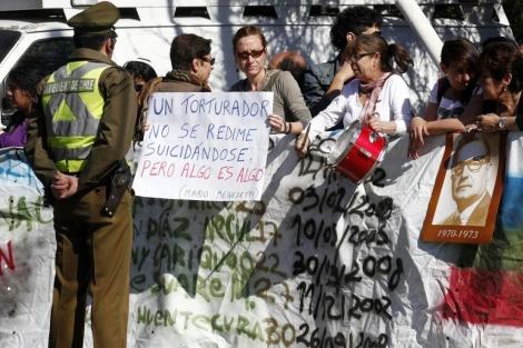 Familiares de las víctimas protestan frente al Penal Cordillera. | Efe