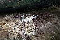 El Kilimanjaro, en el año 2000. (Foto: Satélite Landsat 7)