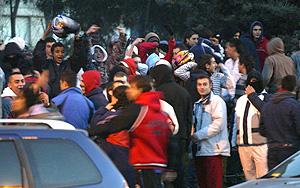 Concentración de jóvenes en Alcorcón. (Foto: Kike Para)