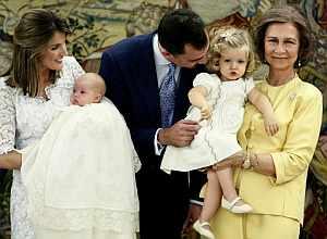 Los Príncipes, con sus hijas y la Reina.(Foto: POOL)
