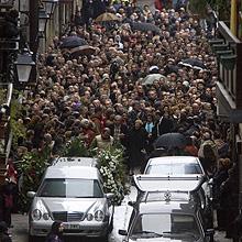 El féretro es conducido al crematorio. (Foto: Pablo Viñas)