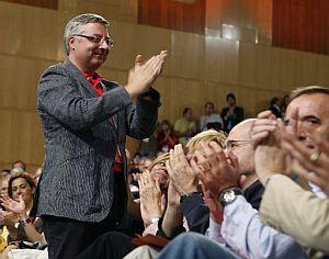 JoseŽBlanco aplaude tras ser elegido como nuevo vicesecretario general. (Foto: EFE)