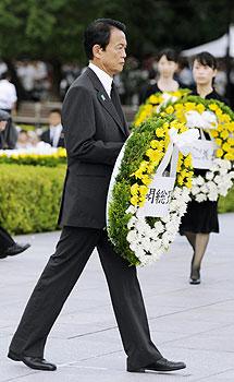 El primer ministro japonés en el acto.   AP