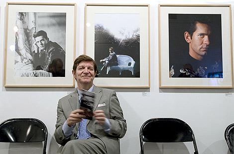 Jorge Berlanga, hermano de Carlos, en la muestra inaugurada en Valencia | Efe.
