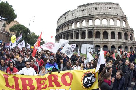 Algunos de los participantes en la manifestación.| Reuters