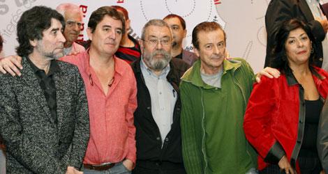 Joaquín Sabina, Cándido Méndez y Almudena Grandes, entre otros, en la presentación del Manifiesto | Efe
