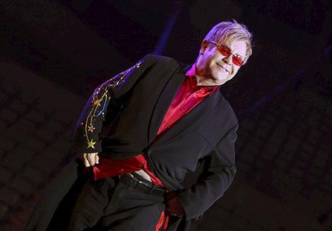 El cantante en su reciente concierto en Barcelona de su gira 'The Red Piano'. | Efe