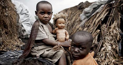 Niños africanos con malaria, una de las enfermedades que se prevee incrementará | A. McConnell