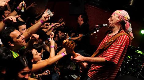 'El Drogas', con sus fans en Brixton. | Borja Navas.