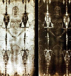 El 'misterio' Sábana Santa es que la imagen se ve mejor en el negativo (derecha) | E.M.