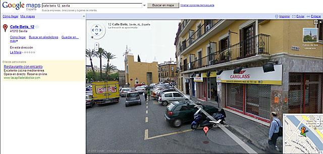 Página del buscador de Google: al fondo, el arco de la Macarena; en el detalle, el plano de Triana, junto al Guadalquivir. | Google