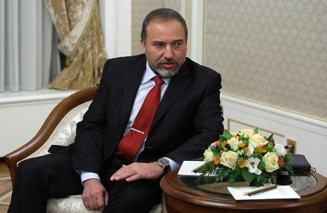 Avigdor Lieberman, durante una reunión en Moscú con su homólogo ruso. | AFP