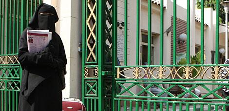 Una estudiante con niqab en la Universidad de El Cairo. | AFP