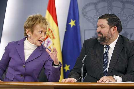 La vicepresidenta y el ministro de Justicia, en la rueda de prensa. | Efe
