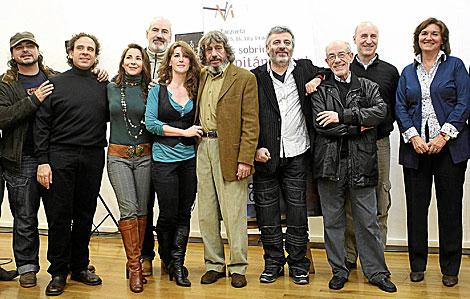 Paco Mir y Miguel Roa, con los actores principales. | Fernando Ruso