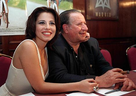 La actriz Anna Ammirati y Tinto Brass en la presentación de 'Monella'. | Efe
