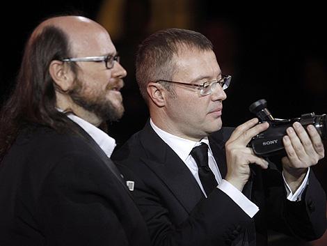Santiago Segura (i) junto a Daniel Monzón (d) en la gala de los Goya. | Reuters
