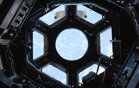 Vista desde el interior de la Estación Espacial Internacional.| AP