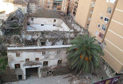 El muro derrumbado a la derecha de la imagen. | FOTOS CEDIDAS POR CRISTINA GUZMÁN