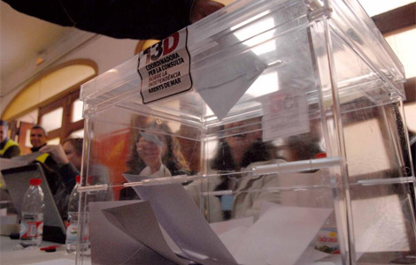 Votaciones durante la primera consulta, en Arenys.| Marga Cruz
