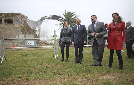 El Ministerio ha derribado este martes la Casa de Baños de  Castellón. | E. Torres