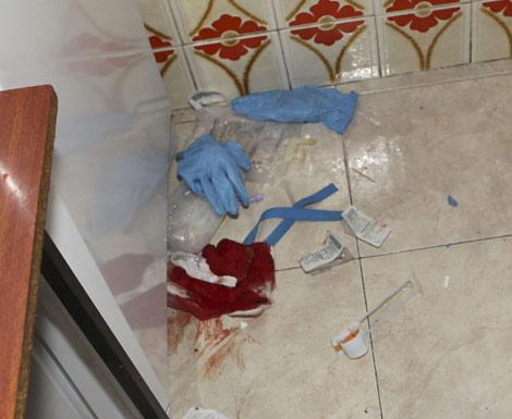 Imagen de la cocina ensangrentada, lugar donde se encontró a la víctima. | Efe