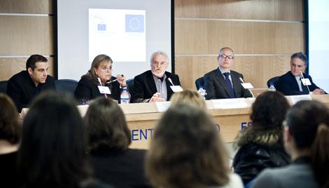 El vicepresidente Miguel Ángel Martínez (centro) presenta la  iniciativa. | PE