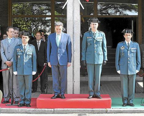Toma de posesión del nuevo teniente coronel, Juan Miguel Recio (derecha). | J. González
