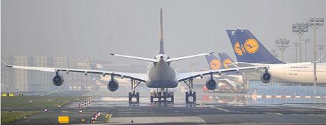 Aviones de Lufthansa en el aeropuerto de Fráncfort. | Efe