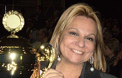 La doctora Celia Sánchez Ramos, con su premio, | Alta Eficacia  Tecnología