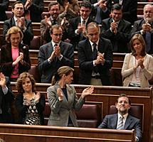 Diputados del PP aplauden Rajoy. | B.Rivas