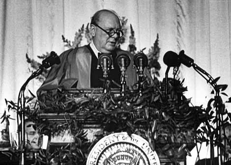 Winston Churchill pronuncia un discurso en Jefferson.