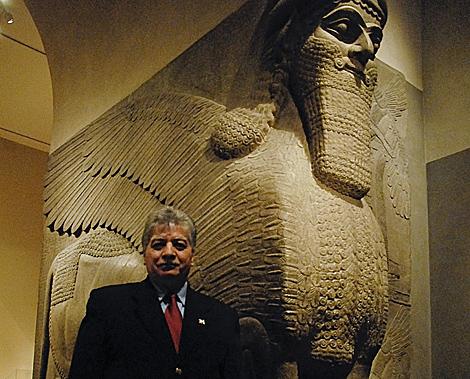 El arqueólogo iraquí, en el Museo Metropolitan de Nueva York. | Foto: Victoria de la Torre