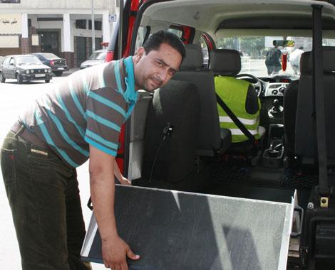 El taxista para minusválidos, el taxista, Omri Khalid.| Foto: Erena Calvo