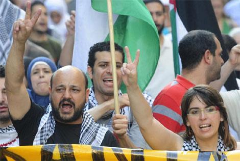 Manuel Tapial y Laura Arau, en la manifestación del sábado. | AFP