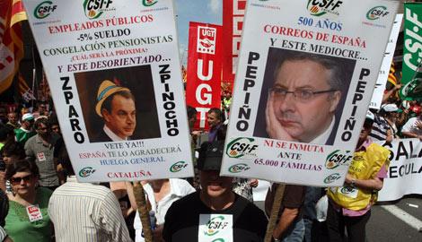 Algunas pancartas presentes en la marcha. | Quique García